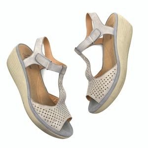Clark's Soft Cushion Gray Sandals